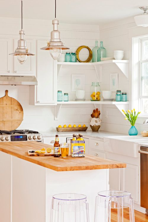 Bringing you a collection of cottage kitchens filled with light, style, and a few pops of color. Take a tour of these 10 charming kitchens.