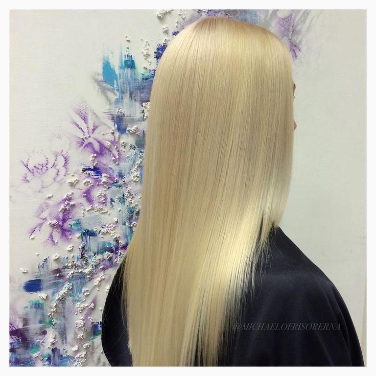 Michael gör den här snygga #askblonda #blond # ashblond färgen på sin kund .  Gillar ni det / do you like it? #michaelofrisorerna #hairpassion #stockholm #ombre #ombrehår #ombrehair #balayage #olaplex #olaplexsweden #hair #hairstyle #hairstylist #hår #haircolour #hairfashion #Longhair #hairdresser #blondehair #blonde #brownhair #curlyhair