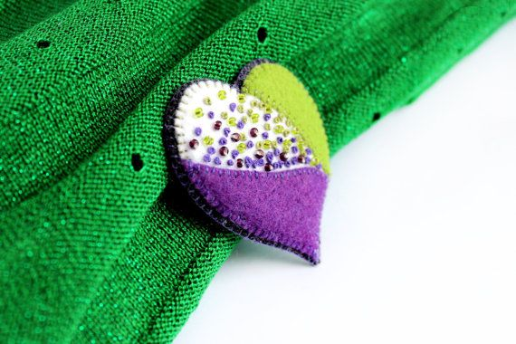 Felt brooch - Warm heart.