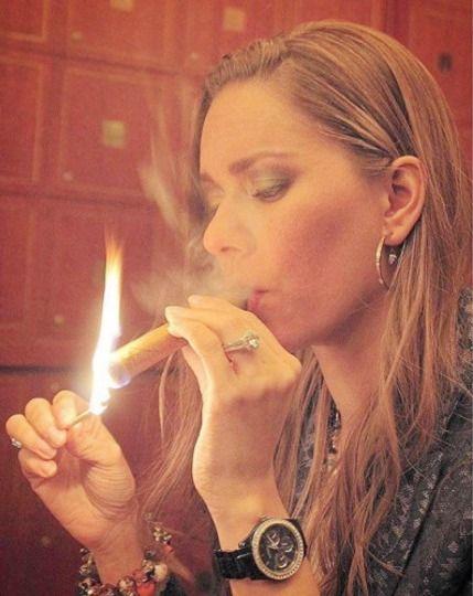 https://i.pinimg.com/736x/1d/be/69/1dbe695c0eaec0ef8d1ab9b82108470a--cigars-and-women-cigar-smoking.jpg