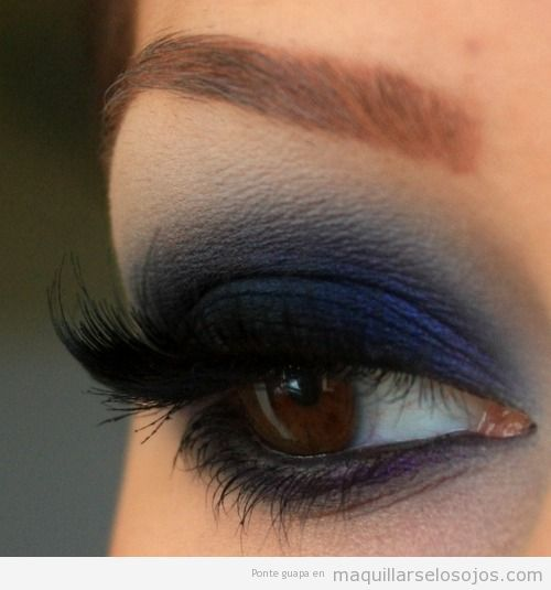 maquillaje de ojos en azul marino