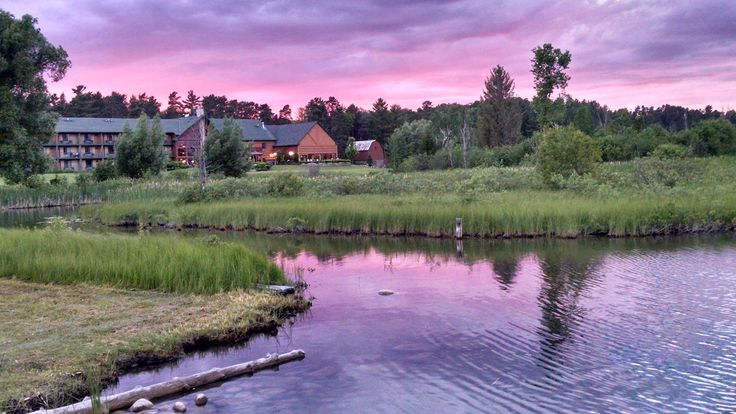 Stafford's Crooked River Lodge at sunset.
