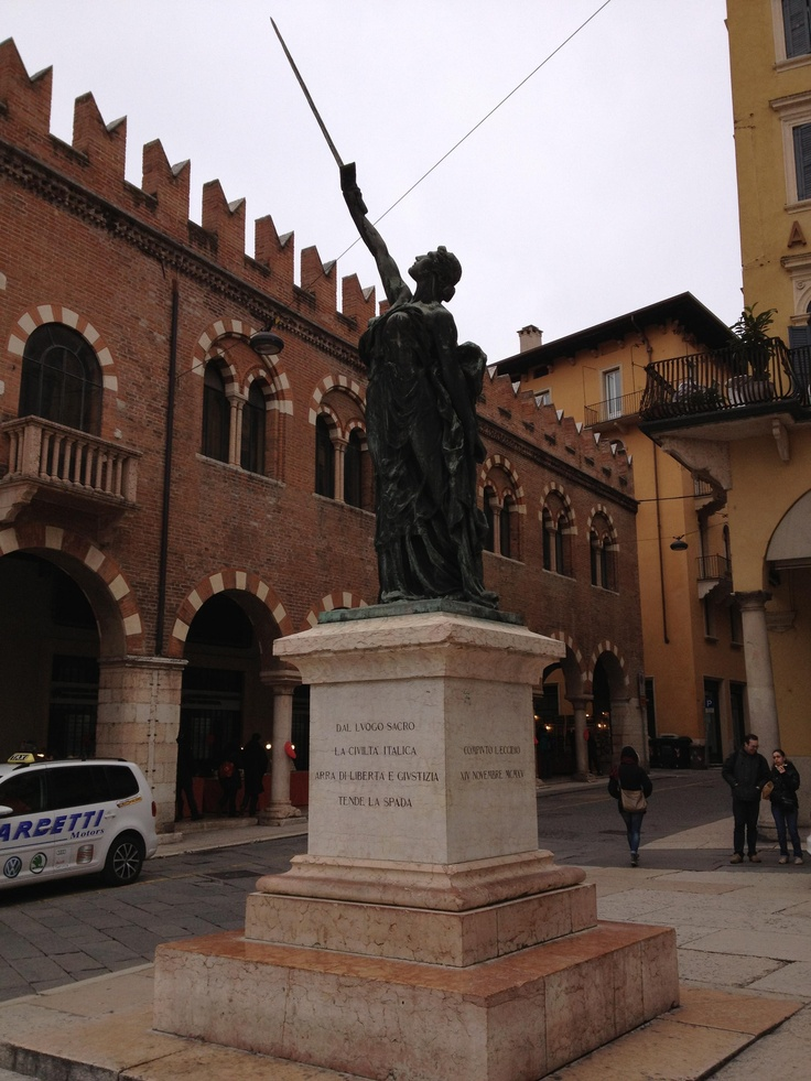 Eccidio del 14 Novembre 1915 - Piazza delle Erbe, Verona