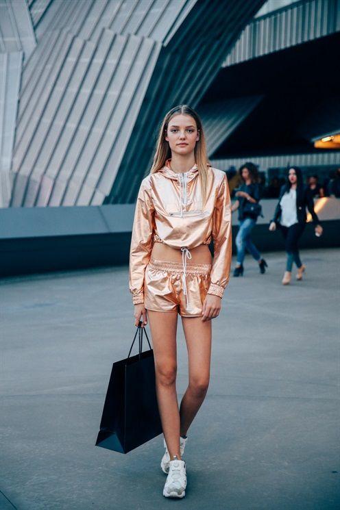 Lo stile delle top model immortalate tra una sfilata e l'altra durante la Settimana della Moda