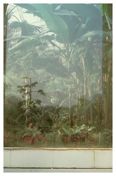 Luigi Ghirri, Parigi, 1978, Cibachrome, 7 7/8 x 5 1/8 inches; 20 x 13 cm