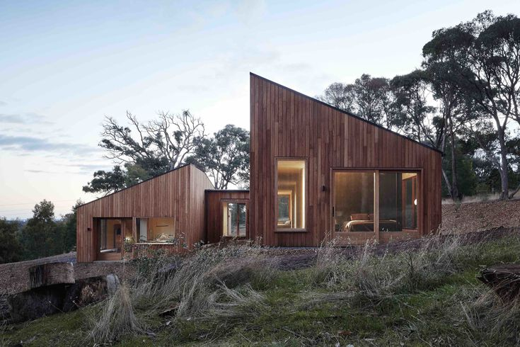 A Bushland Home in Melbourne That's Divided Between Two Pavilions - Dwell