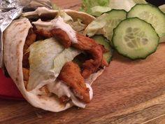 Griekse Wraps met kipshoarma  Deze heerlijke Griekse Wraps met kipshoarma zijn niet alleen snel en makkelijk, maar ook nog eens overheerlijk en slang. De frisse Griekse yoghurt is een heerlijke toevoeging aan het gerecht en gaat goed samen met de kipshoarma