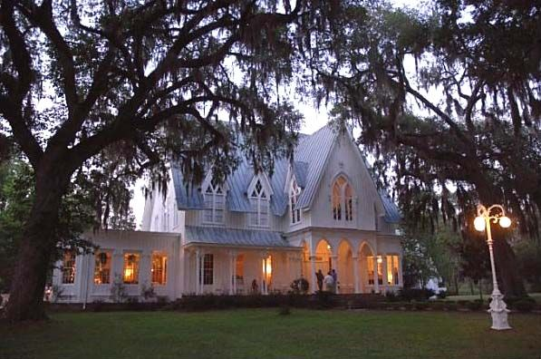Rose Hill Plantation in Beaufort, SC. Another gorgeous wedding location. I love the slightly gothic touch.