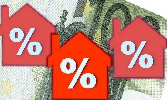 Le banche continuano a tagliare i tassi di interesse sui mutui
