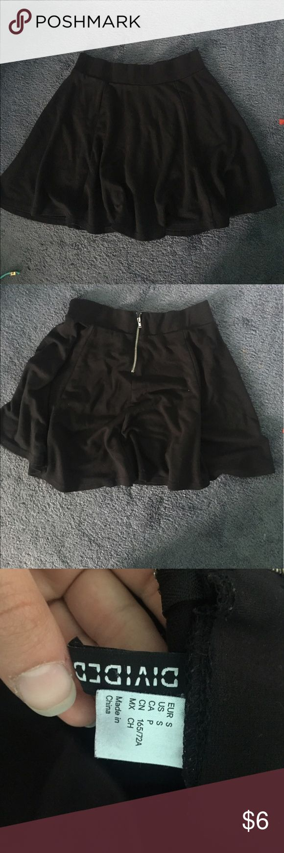 🖤 Black circle skirt from h&m 🖤 Perfect black circle skirt that can be worn high waisted! Zips in the back, super stretchy waist band. Size small! H&M Skirts Circle & Skater
