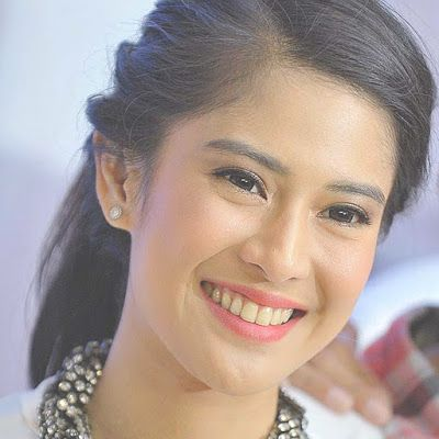 celebrities top smile: Beautiful celebrity Dian Sastrowardoyo
