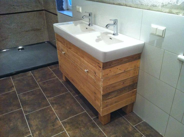 Mueble+para+el+lavamanos+y+espejo+realizado+con+palets+6.jpg (960×717)