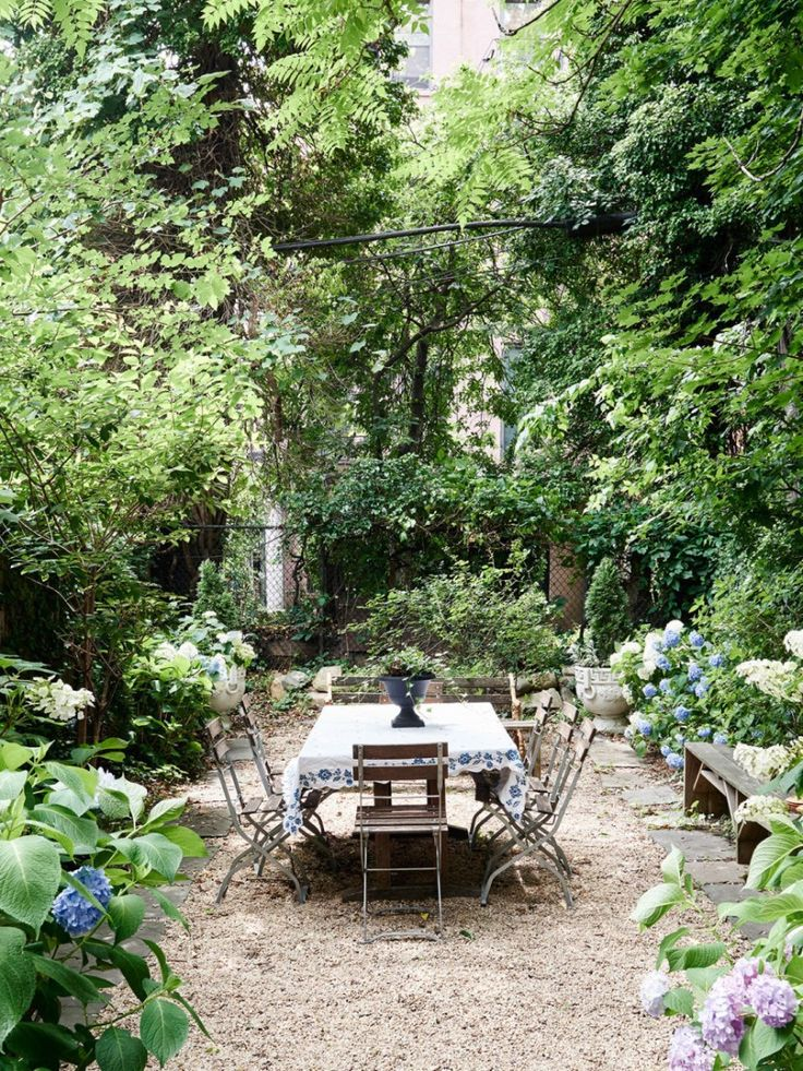 Brownstone garden dining room crushed gravel