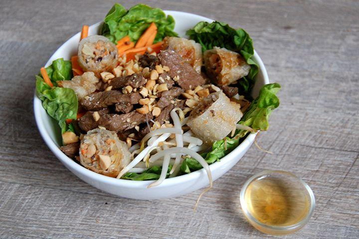 Depuis deux semaines j'avais envie de plats asiatiques , de nems, de poulet au caramel... Je me suis donc décidée à tester un de mes plat...