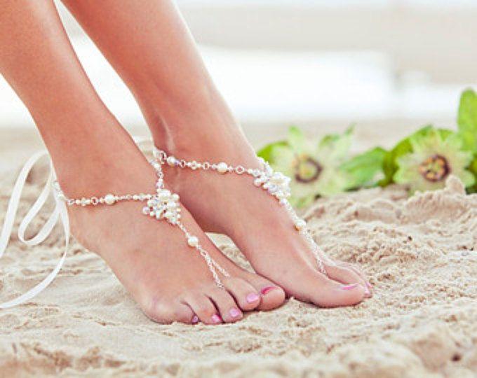 A piedi nudi sandali, scarpe da sposa spiaggia, sandali da sposa, gioielli da sposa piede, sandles soleless di perline. JESSICA crema grande