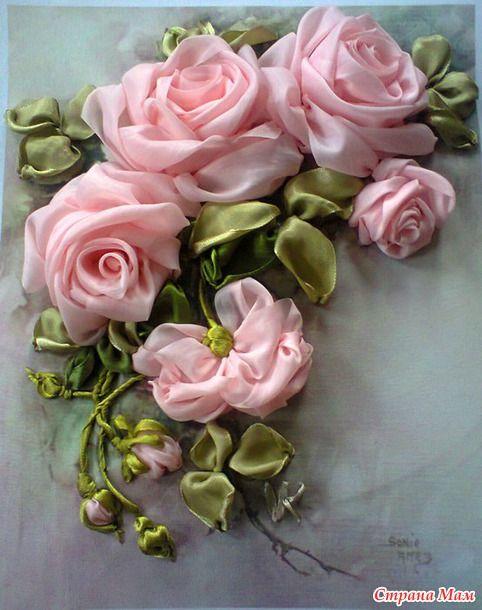 Почему так сладко пахнут розы, Принося сумятицу в сердца? Аромат цветов рождает грезы, Душу будоражит без конца.  Сколько шарма, прелести, изыска, Сколько силы в царственном цветке!