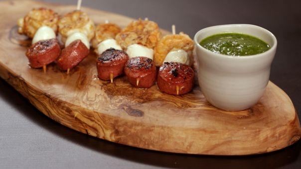 Eén - Dagelijkse kost - chorizo-scampi-prikkers met salsa verde