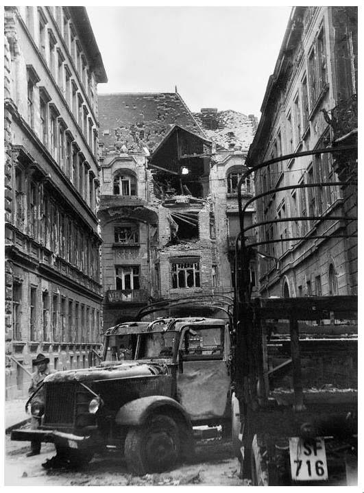 Múzeum utca és szemben a Szentkirályi utca, 1956. október 31.