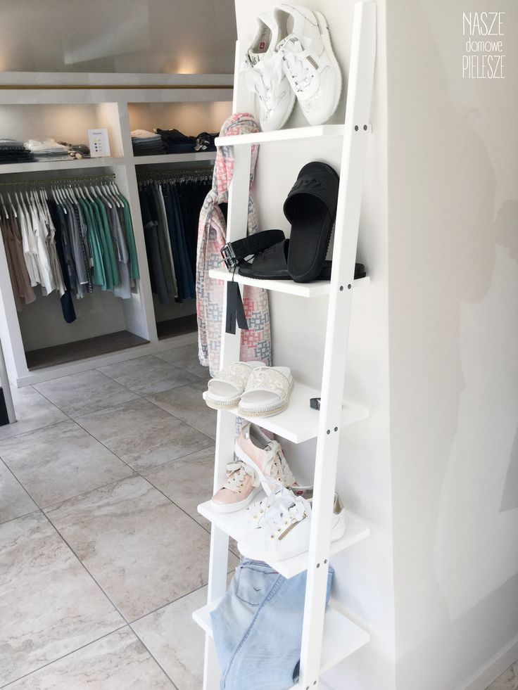 Drabinka dekoracyjna Aniela Niebiańska w butiku Mia&Charlie   #ladder #laddershelf #drabinka #drabina #regał #homedecor #homespace #interiorideas #interiordesign #butik #wystawa