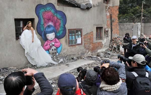 Graffiti on walls of abandoned Shanghai community were destroyed due to safety concerns as it attracts visitors