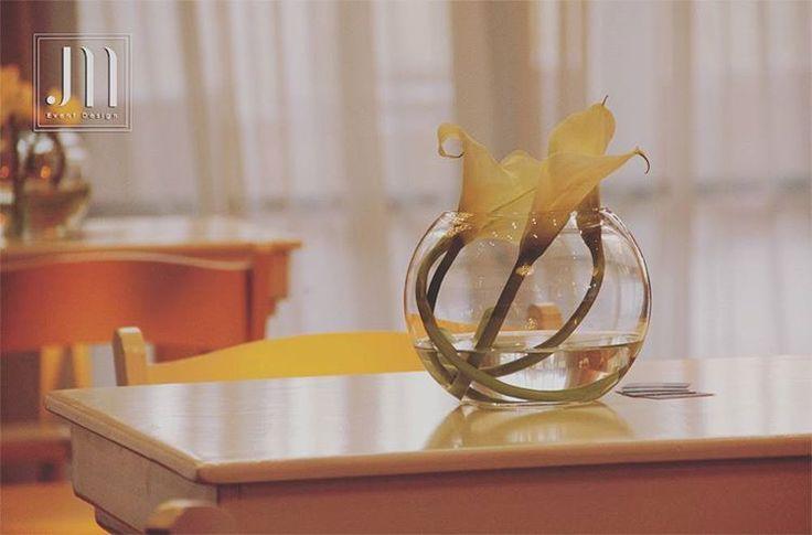 Simple. Elegant. White. #event #eventdesign #design #weddingday #wedding #weddingreception #celebration #party #bride #groom #bridesmaids #love #romantic #simple #lessismore #details #calla #white #pure #soft #centerpiece http://gelinshop.com/ipost/1515805054271313386/?code=BUJOKpwlVXq