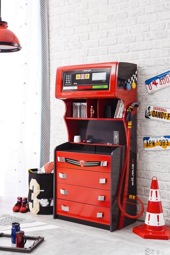 Cilek Champion Racer Petrol Highboard Cilek weiß einfach wie sich ein Thema gekonnt im Möbeldesign wiederfinden kann. Die Zapfsäule komplettiert das Champion Racer Jugendzimmer. Mit den vier großen und zwei kleinen Schubkästen,... #kinder #kinderzimmer #buecherregal #cilek