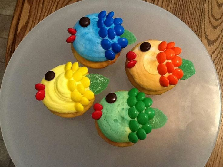 Cake Decorating Ideas With Smarties : Smartie fish cupcakes sbn marla w w decorate :: cupcakes ...