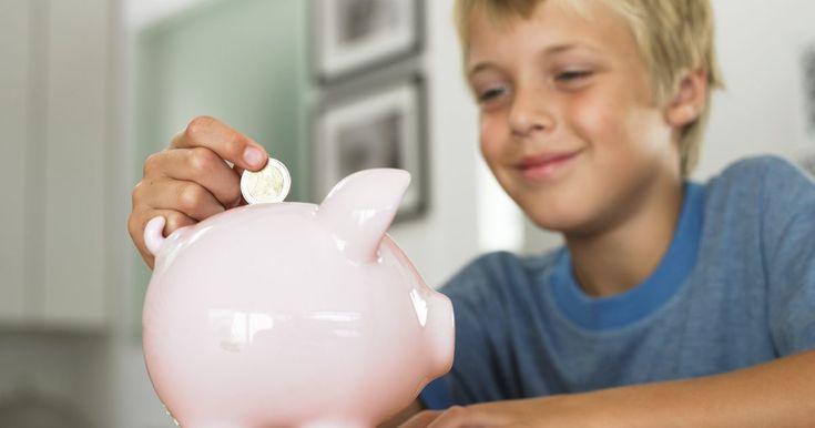 """Maneras fáciles de hacer dinero a los 11 años de edad. Sólo porque a los 11 años de edad no eres suficientemente grande para trabajar en empleos """"reales"""", no significa que no puedes encontrar formas de ganar dinero. Ganar algo cuando eres un niño es más fácil de lo que piensas. Sólo toma un poco de creatividad. Cuando los niños empiezan a ganarlo, también aprenden lecciones de vida sobre ahorrar e ..."""