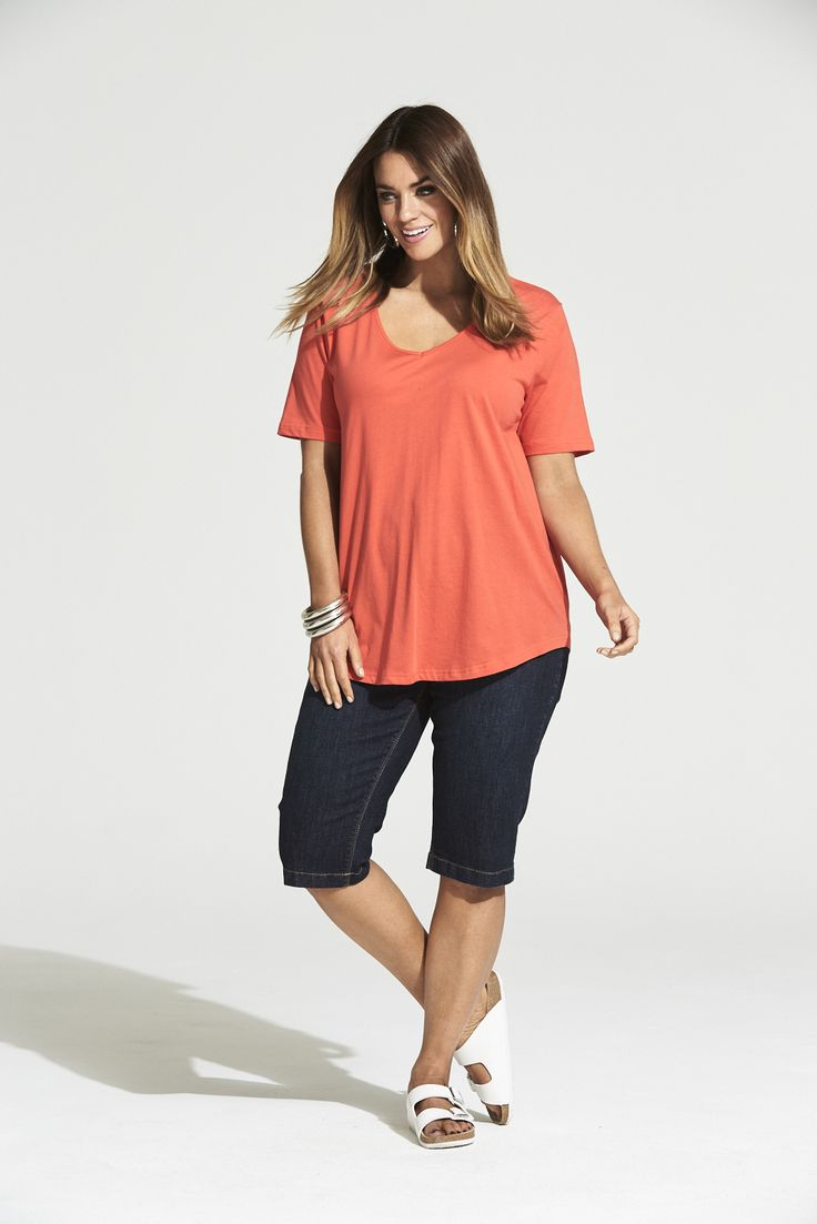 Vee Neck Curved Hem Tee in Red  #mysize #plussize #fashion #plussizefashion #summer #newarrivals #outfit
