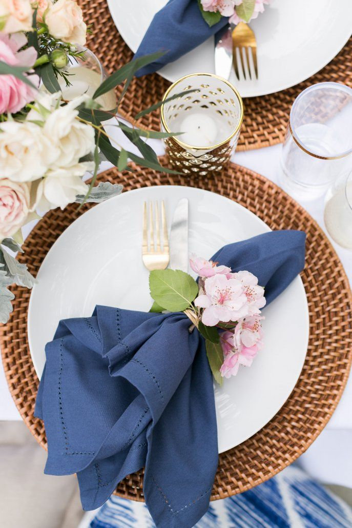 Plating design for a spring picnic in the park or in a backyard
