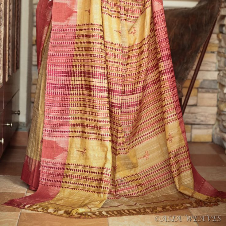 Talk about handmade! It takes an average of 5 weeks just to dye the fibers for these sarees! From the weavers of Kotpad, a small village in the south of Orissa.