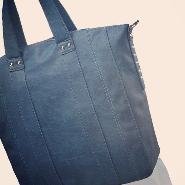 Cool blue on a hot summer day! The CARINA NU SATURN tote. #NellaBellaBrand #Canada #Handbags #Fashion #Vegan #Style #New #Bags #Totes #Satchel #Clutch #Messenger #Chic #Trend #Design #Instyle #StreetStyle #Love #Everyday #Collection #Whattowear #online #ootd #designer #style #women #whatsnew