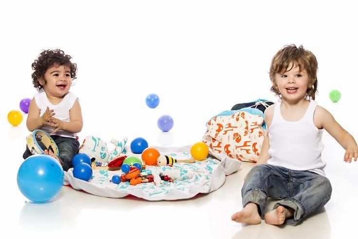 Bolso Alfombra Para jugar y guardar los juguetes. Este modelo permite trasladar de forma práctica y sencilla todos los juguetes del bebé