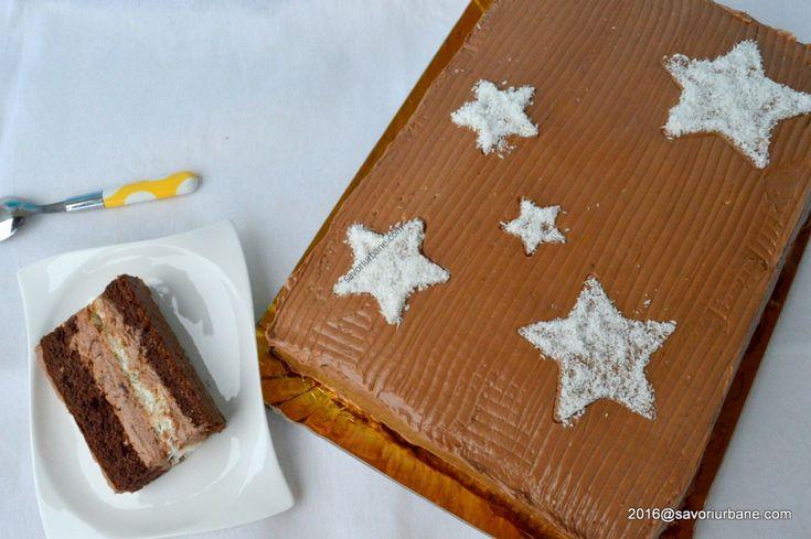 Tort de ciocolata cu cocos si bezea. O reteta de tort simpla si rapida, cu blat pandispan de cacao, crema de ciocolata cu unt si cocos caramelizat si bezea