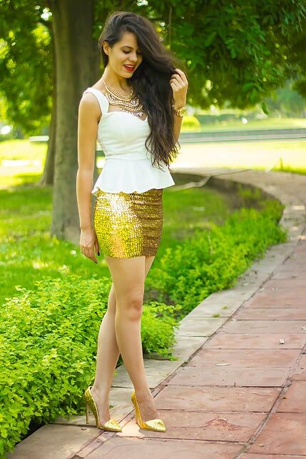 Aakriti Rana sure looks happy in her pair of happily ever after #INTOTOs #HappilyEverAfter #glitter #sequin #heels