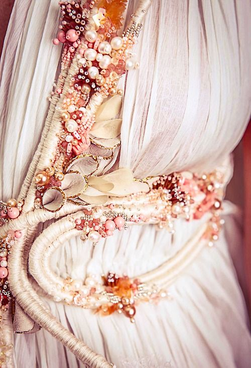 Details of Wylla Manderly's shell encrusted dress,Chen Ariel Nachman