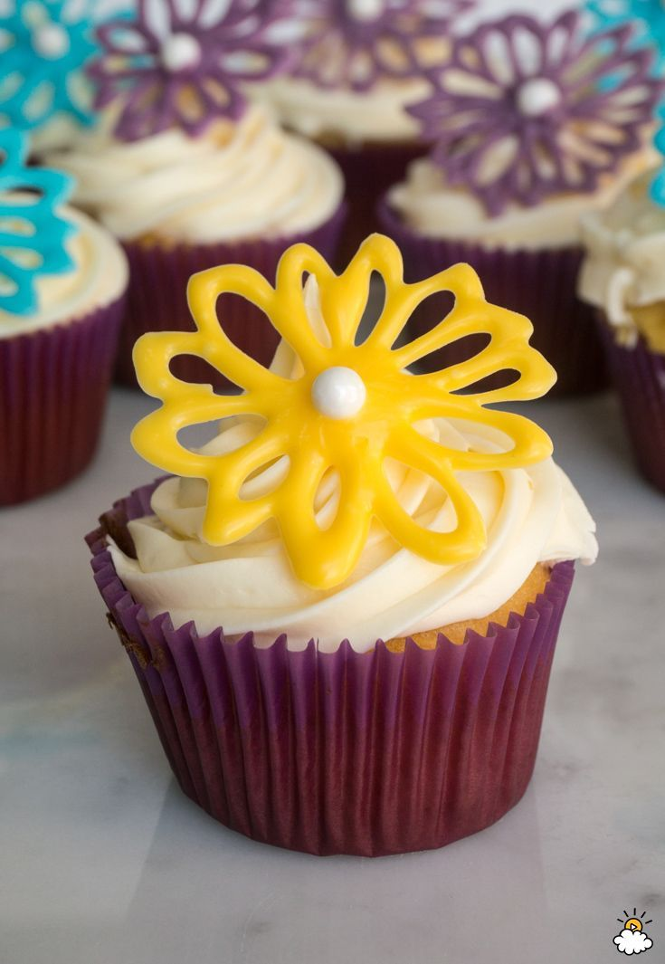 Cake Decorations Flowers Edible : 72 best Cake decorating images on Pinterest Desserts ...