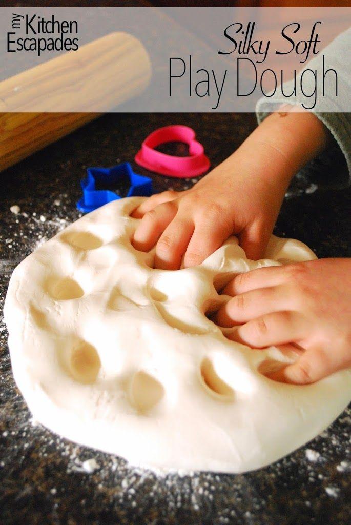 Silk Soft Play Dough  1 tasse Haarspülung - je billiger , desto besser! 2 1/2 tasse Maisstärke 1. In einer großen Schüssel , kombinieren beide Zutaten, bis ein Teig entsteht drehen Sie den Teig auf die Gegen bestäubt ihn mit Maisstärke . Den Teig kneten , indem zusätzliche Maisstärke nach Bedarf. In einem luftdichten Beutel oder Behälter .