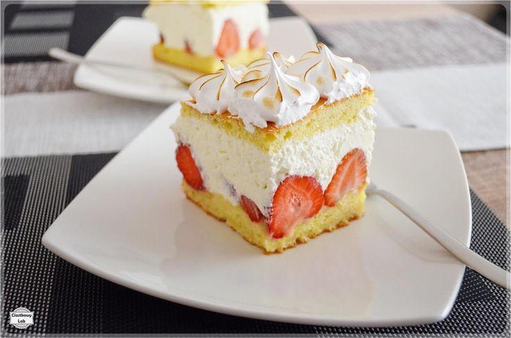 Ciasto z truskawkami, kremem serowym i bezą