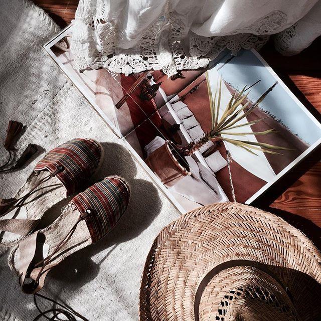 Holidays mood 😎  Il fait un temps pourri dehors mais peu importe, je suis en mode J-8 avant le départ pour la Sardaigne 😎🌴🌊☀️  Bon Mardi 💋  .  The weather is so bad today but I don't care D-8 before the departure for Sardinia 😎🌴🌊☀️  Happy Tuesday 💋  Shop the details 👉🏻 http://liketk.it/2rBv1  #liketkit #littlebohoblog #boho #boheme #bohemian #hippie #gypsy #bohostyle #espadrilles #summer #holidays #ltkeurope #ltkunder20 #sardinia