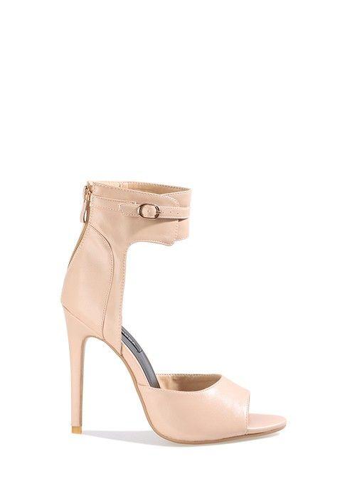 Plutôt que d'hésiter entre des bottines femme peep toe ou des sandales à talon stiletto, optez pour ces magnifiques chaussures à talon aiguille peep-toe nude. Combinant tous les détails les plus sexy, ces chaussures luxe en simili cuir sont le basique à adopter.