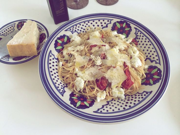Spaghetti Aglio e Olio med långsamt rostade tomater