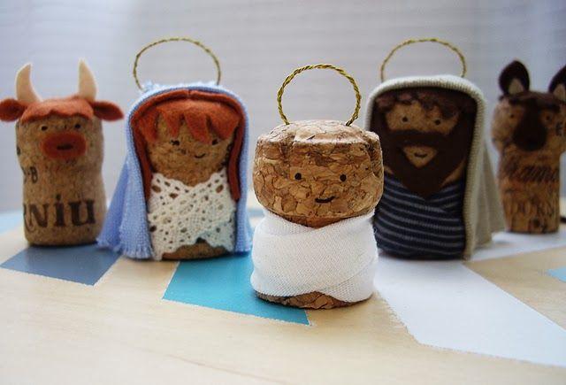 DIY:   ¡Muy buenas!  El otro día se me ocurrió hacer un pequeño belén reciclando tapones de corcho de las botellas de cava.   Tutorial Pa...