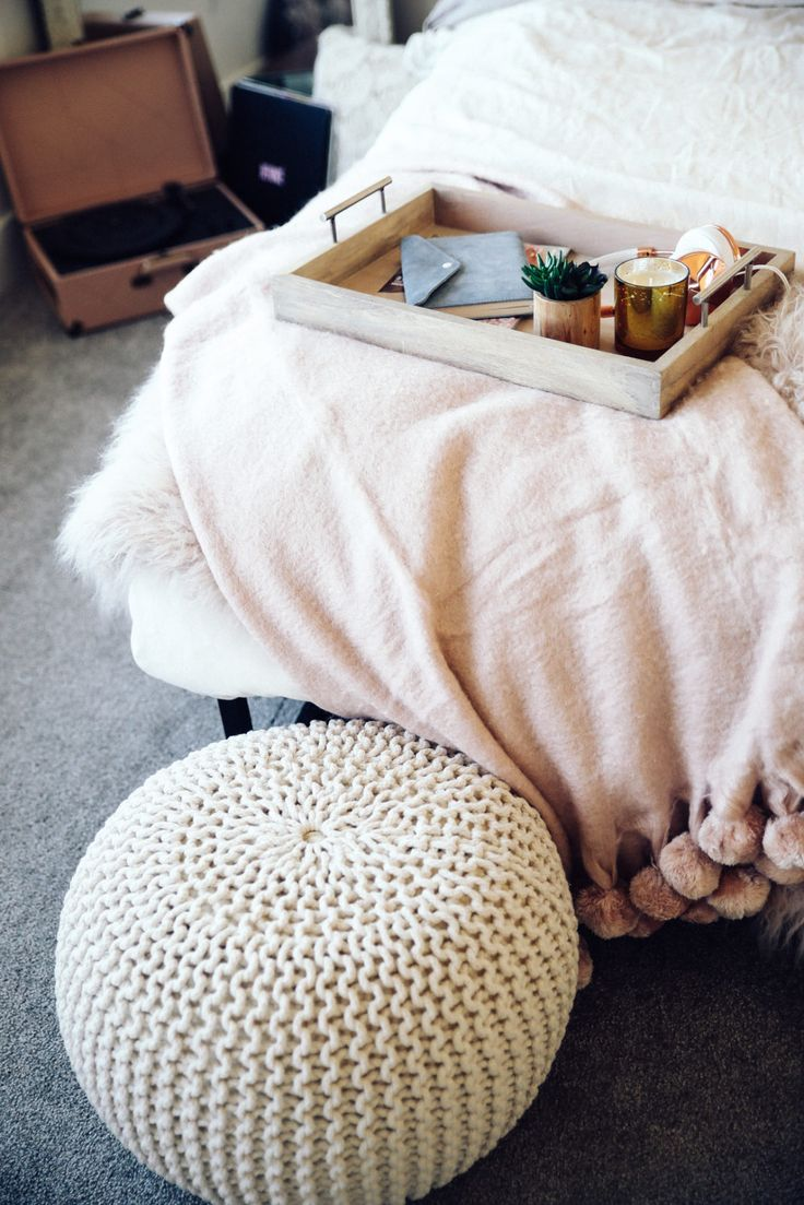 urban-outfitters-fall-winter-room-decor-makeover-ideas-30
