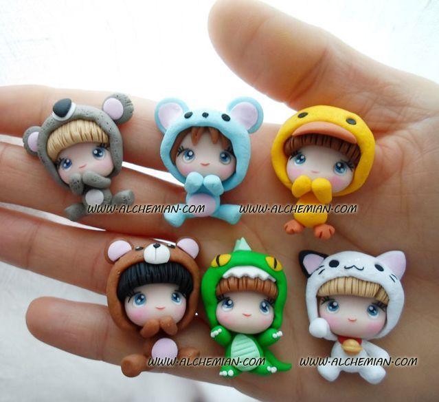Figurines de niños disfrazados de animalitos kawaii en arcilla polimérica / Polymer Clay