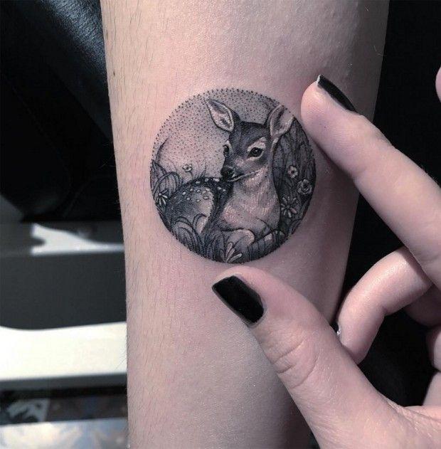 Les tatouages en médaillon de l'artiste turque Eva Krbdk - Journal du Design