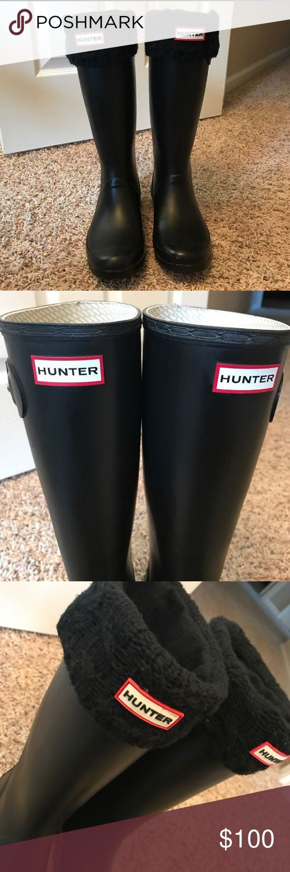 Authentic Hunter Original Tall Rain Boots Women's Original Tall Hunter Rain Boots, price includes one pair of black cardigan-stitch boot socks.  Gently worn, very minor signs of wear.  Occasionally, you may notice a white powdery 'bloom' on Hunter rubber boots. This is because rubber is a natural product and in certain conditions, insoluble particles may rise to the surface.This is a common process, characteristic of high quality, natural rubber and nothing to worry about.  Size: 8M/9F see…