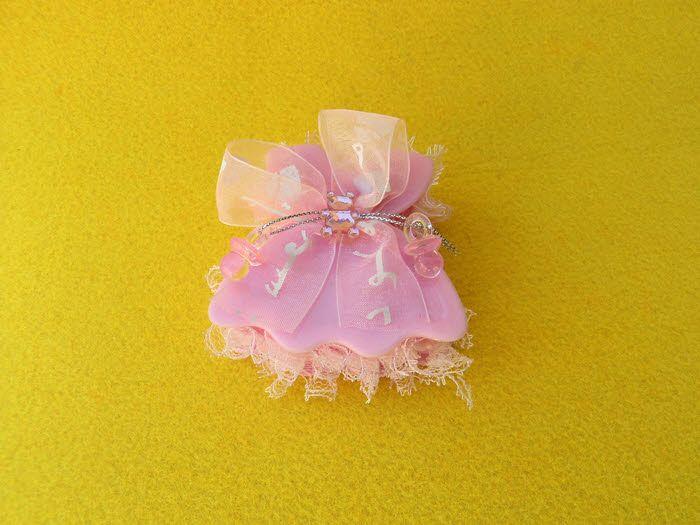 Ροζ κουτάκι φορεματάκι διακοσμημένο με πιπίλες, αρκουδάκι για μπομπονιέρα βάπτισης ή για οτιδήποτε έχετε φανταστεί.