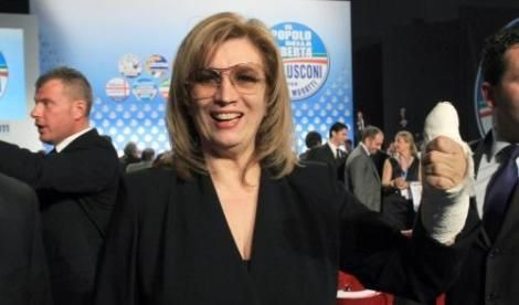 Ospite della trasmissione di Rai Tre Agorà, Iva Zanicchi candidata alle europee del 25 maggio per Forza Italia dà il suo punto di vista su immigrati e malattie gravi come l'ebola.