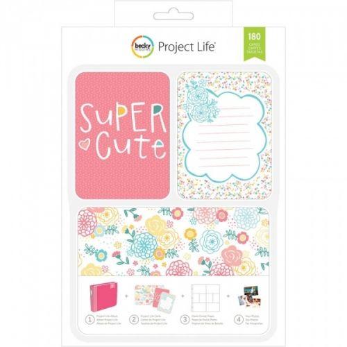 PROJECT LIFE - KIT 380331 - BECKY HIGGENS - SUPER CUTE Project Life kit inneholder 180 kort totalt.Du får 60 stk 4x6 kort, 30 title cards 6 designs, 5 each 30 journaling cards 6 designs, 5 each 120 3x4 cards: 30 designs, 4 each.De lar deg dokumentere viktige hendelser, ferier, eller rett og slett livet, på en enkel og spennende måte. Du trenger en album, plastlommer med inndeling, en penn og diverse kort. AMERICAN CRAFTS-Project Life ...